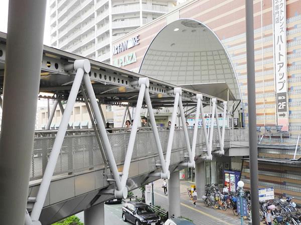 JR東海道線(京都線) 高槻駅北口から連絡通路を渡り、アクトアモーレ2Fへ向かってください