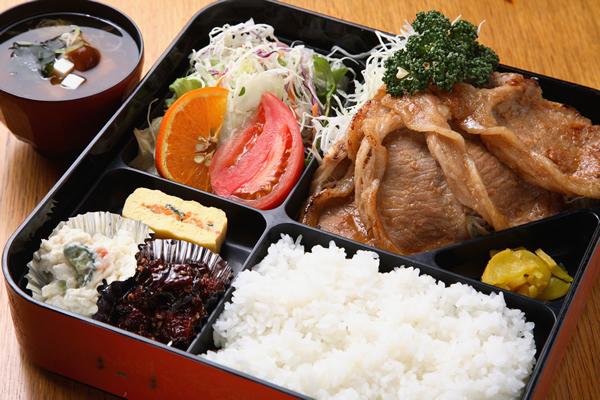ランチ例 豚ロースの生姜焼き