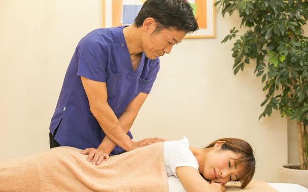 千林大宮しおかわ整骨院の筋膜リリースの施術画像